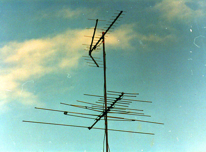 ... .rocketroberts.com/cm4251/..._ant_jan83.jpg (bottom antenna in image